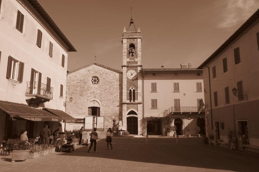 San Quirico d'Orcia, l'un des plus beaux villages de la Toscane, tout comme Pienza ou Montalcino, dans la région de l'Orcia. Ⓒ María Calvo.