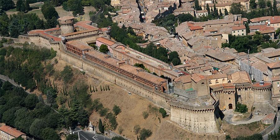 Remparts de Volterra, ville étrusque et romaine.