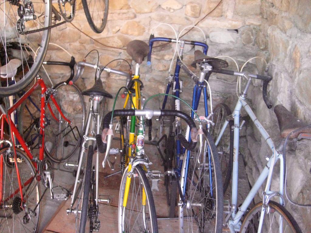 Vente de vélos restaurés par le propriétaire de l'un de nos B&B. Ecrivez-nous si vous êtes intéressé.