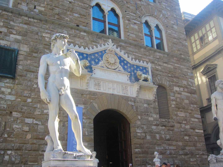 La imitación del David que hay ante el ayuntamiento de Florencia. ©M. Calvo.