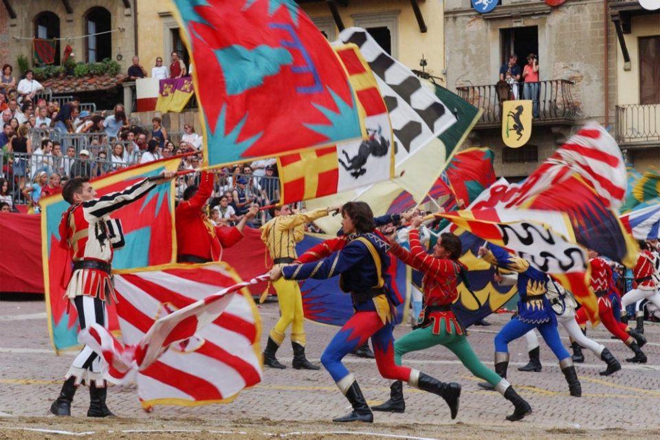 Sbadietori pendant les fêtes à Arezzo.