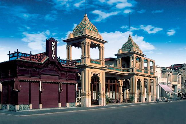 Café Margherite, exemple des bâtiments art nouveau du début XIX.