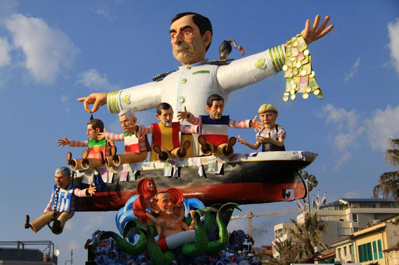 Allégories du Carnaval de Viareggio.