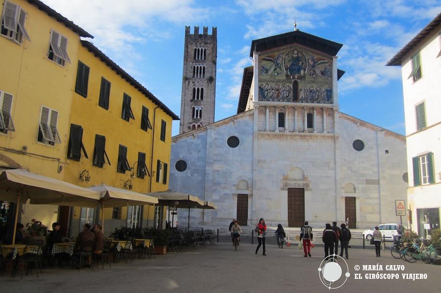 Belle basilique de San Frediano, regardez les mosaïques de la façade. ©María Calvo.