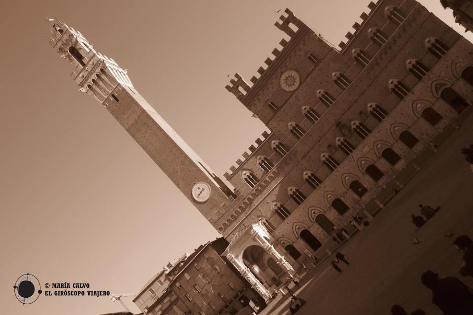 Le Palazzo Pubblico dans la Piazza del Campo
